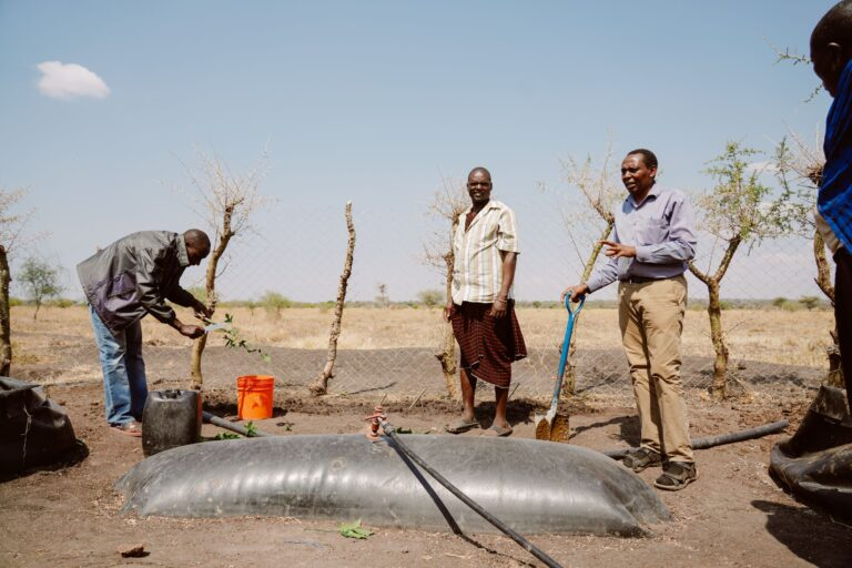 Tanzania, Harold and Biogas Digester_[2000px]
